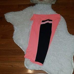 💋 Lululemon Signature Crop Pants Size 6💋